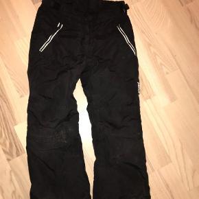 Varetype: Ski bukser Farve: SORT  Fine skibukser i god stand Selerne mangler