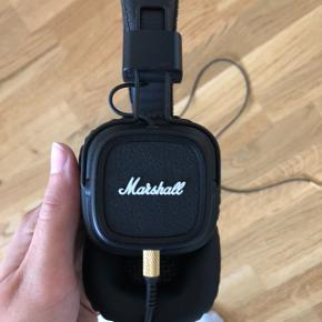 Marshall Major ll on-ear hovedtelefoner   Mærke: Marshall Farve: sort/guld  Str: onesize  Stand: brugt en enkelt gang, men foretrækker små in-ear, og derfor sælges de   Kassen kan medfølge, hvis dette ønskes   Mener nyprisen var omkring 700,-