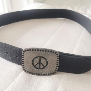 Leather belt with pacific / peace sign buckle