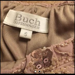 Smukke shorts fra Buch med perler og  palitter  Lynlås i siden  Str 36 BYD  Np 600kr