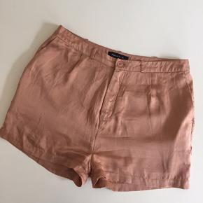 Shorts fra Modström i silke.  Nypris 399,-