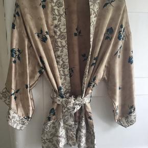 Brugt 2 gange Silke One Size Smukkeste farver Ingen byt