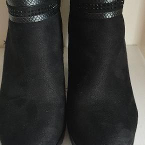 Støvletter med hæl str.37 ubrugt