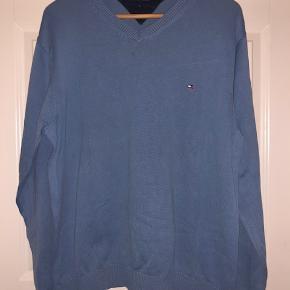 Klassisk bluse i 100% bomuld. Blå str. XL  Byd :-)