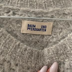 Ægte uld trøje- brugt meget lidt og holdt utroligt godt🤍 Ægte uld.   Skal afhentes, sender ikke.