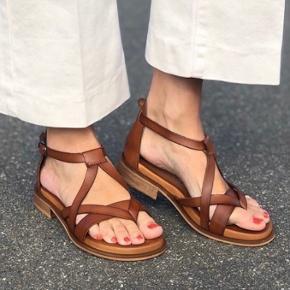 Pavement sandaler