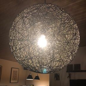 Sort loft lampe