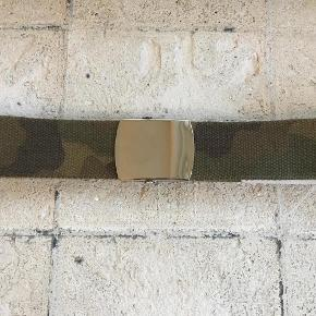 Unisex Onesize pænt canvasbælte - aldrig brugt  Bælte kanvasbælte Farve: Camouflage