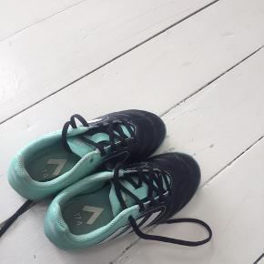 Indendørs sko. Kun gået med en eftermiddag