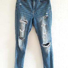 Lækre, lette distressed jeans 🌸 De er super behagelige og med høj talje!