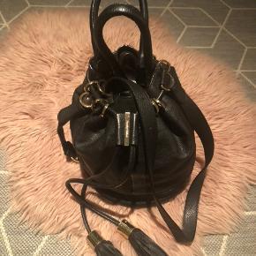 Meget lækker og rummelig taske i læder fra See by Chloé😍