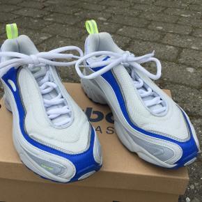 Varetype: sneakers Størrelse: 38.5 Farve: Hvid Oprindelig købspris: 1100 kr.  Reebok Daytona DMX str. 38,5 Har været brugt en enkelt gang.  Købt i forkert størrelse.