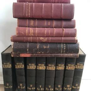 Gamle antikke bøger , læderindbundne.  Flotte til dekoration på bog reol eller andet..  Samlet pris 500.- Kan hentes i Rungsted.