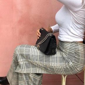 Sælger buksen fordi jeg ikke får dem brugt. Har kun haft dem på en gang. Er open overfor bud:)