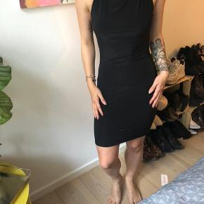 Fed kjole med åben ryg :)