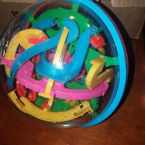 Labyrint bold. Kuglebane i bold - mange timers underholdning