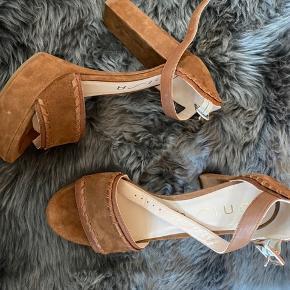 Unisa high heels size 39 in suede