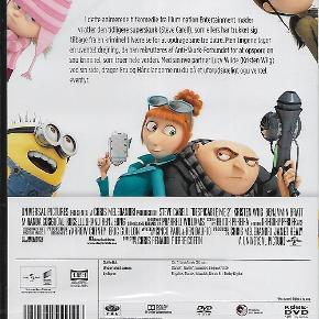 0294 - Grusomme mig 2 (DVD)  Dansk Tale - I FOLIE   Despicable Me 2  Den tidligere superskurk Gru, hans bedårende piger og de uforudsigelige, morsomme minions vender tilbage sammen med en række helt nye, sjove karakterer. Den altid foretagsomme Gru har lagt sit liv som forbryder bag sig for at opfostre Margo, Edith og Agnes, og det giver Gru, Dr. Nefario og de gule minions en masse fritid. Men lige da Gru er ved at vende sig til sit nye liv i forstaden, kommer en superhemmelig organisation, som bekæmper ondskab over hele verden, forbi og beder om hjælp. Det er nu op til Gru og hans nye makker Lucy Wilde at finde ud af, hvem der står bag en spektakulær forbrydelse og fange ham. Verdens tidligere største skurk må trods alt kunne fange den, som forsøger at overtage hans plads.  Tekst fra pressemateriale