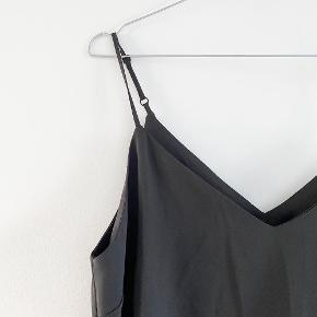 ASOS strop kjole i sort   Størrelse: 40   Pris: 150 kr   Fragt: 39 kr ( 37 kr ved TS handel )