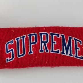 Hey sælger dette Supreme pandebånd Da jeg ikke får det brugt.  Det er fra Fall/Winter 18  Brugt få gange