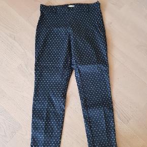 Super fede bukser med print. Flotte med blå blazer og høje sko  Aldrig brugt eller vasket.