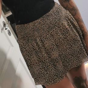 Leo nederdel med 2 lag, rigtig fin 🌸 Sælges til 70 kr plus porto