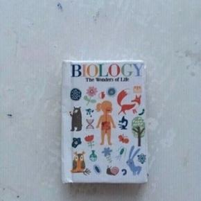 Barbie dukke bog  -fast pris -køb 4 annoncer og den billigste er gratis - kan afhentes på Mimersgade 111 - sender gerne hvis du betaler Porto - mødes ikke andre steder  - bytter ikke