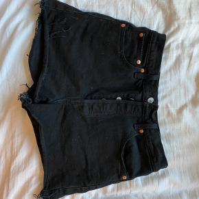 Str. 29   Sorte levis shorts