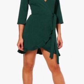 Smuk kjole næsten som ny Str 36 i mørkegrøn 🌸Ved køb for mindst 50 kr af dameitems må du i dag tage items med for op til 25 kr🌸