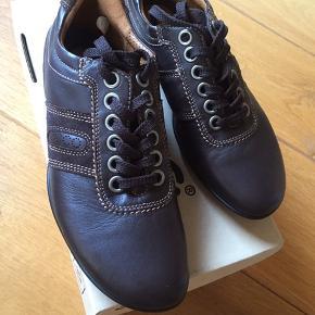Helt nye sko sælges. Nypris 800kr