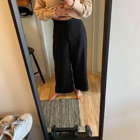 Sorte højtaljede brede bukser fra Zara