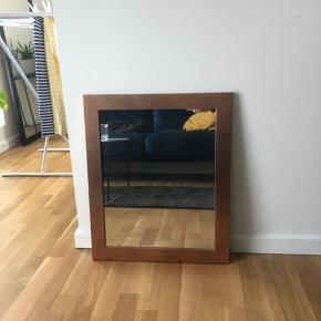 Lækkert spejl med kobberrammer, måler 40x50 cm😊 Kan afhentes i Odense