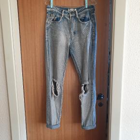 Smukke jeans fra Boohoo. Har kategoriseret dem som slidte, da hullerne i benene er ret store.