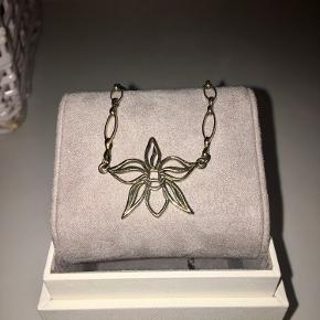Smuk Dyrberg / Kern halskæde som er brugt meget lidt. Den er sølvforgyldt og sølvkoden står på halskæden på sidste billede 925