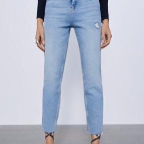 Flotte lyseblå jeans fra Zara  De er ikke taget i brug, grundet forket størrelse desværre.   • Str. 42  • Ancle Cut