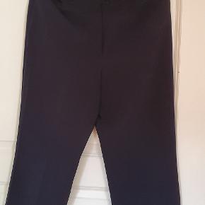 Pæne habit bukser med lige ben. Meget behagelige at have på.