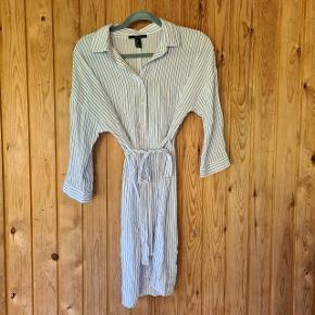 Så fin stribet skjortekjole, det desværre er for lille  #Secondchancesummer