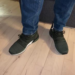 Helt nye sneakers fra Cruz - aldrig brugt og fortsat med prismærke. Nypris 700 kr. Kan sendes. Eller afhentes i København eller Aalborg
