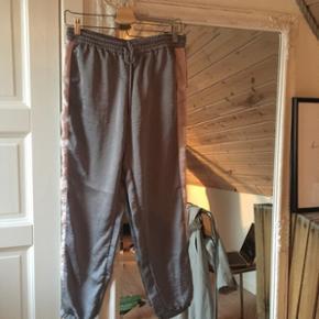 Sælger disse 'tracksuit-pants'Str S-m  Køber betaler fragt 😜🌻