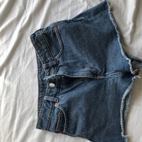 sælger disse monki shorts da jeg ikke får dem brugt. super fine og behagelig at have på.
