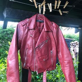 Bikerjakke i fake læder