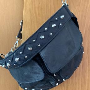 Lækkes mørkeblå læder taske fra Unlimit nypris 1100 kr fået i gave fra ny  i juni 2019, og ikke brugt.
