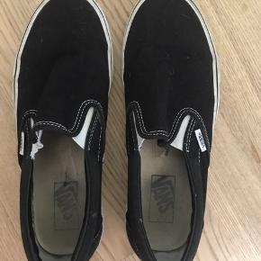 Vans slip on sneakers, været brugt få gange. Ingen rigtige brugsmærker  BYD🤍