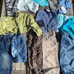 Stor lækker tøjpakke fra Mini A Ture. Langt de fleste ting er i str 4 år, men rullekravebluse, undertrøje og ny ensfarvet tee er i str. 5 år. Der er 3 par bukser, 2 par shorts, 1 par badebukser, 3 t-shirt, 1 tanktop, 1 polo med korte ærmer, 1 ternet skjorte, 1 bluse med rullekrave og 2 strikbluser.  Alt er i rigtig pæn stand, noget aldrig brugt. Desværre er der et lille hul på maven af den blå strik. Den er i lækker uld og jeg tænker at man kan ri hullet, så blusen kan bruges. Samlet pris: 150 kr