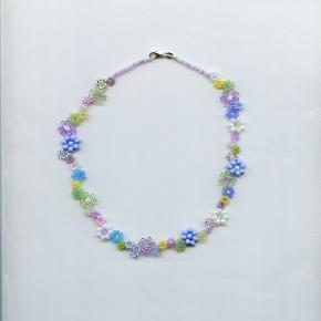 🌸💗🌼Håndlavet blomster halskæde/choker lavet af seed beads i søde pastel farver med en sterling sølv lås💗🌸🌼