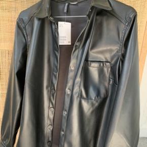 Super fed læder ligende jakke fra hm sælges