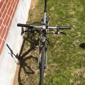 Ældre herre cykel, jeg bruger den ikke da jeg har købt en anden.   Cykelen har en helt ny kæde, men trænger til nye dæk.