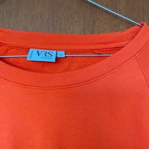 Orange sweater i størrelse XL, brugt én gang   Kan sendes eller afhentes på Frederiksberg