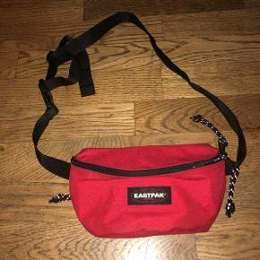 Flot rød Eastpack bæltetasketaske/crossbody/pung. Aldrig brugt
