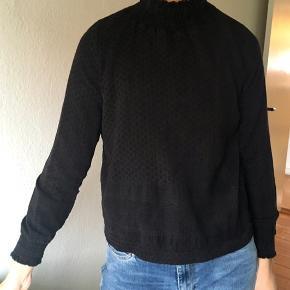 Sælger min sorte rullekrave fra Cecilie Copenhagen, den har nogle slidtegn, men er stadig rigtig fin